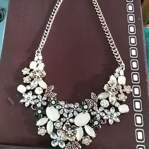 Fashion necklace with rhinestones